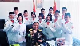 Bapak Atase Pertahanan beserta Paskibra KBRI Beijing. (sumber: KBRI)