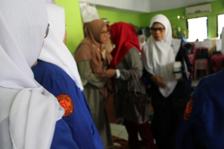Acara Pembukaan Praktek Keperawatan Komunitas dan Keluarga Profesi Ners Universitas MH Thamrin di RW.01 Susukan Jakarta Timur
