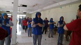 Senam Anti Hipertensi Mahasiswa Profesi Ners Universitas MH Thamrin Jakarta Bersama Warga RW.01 Susukan