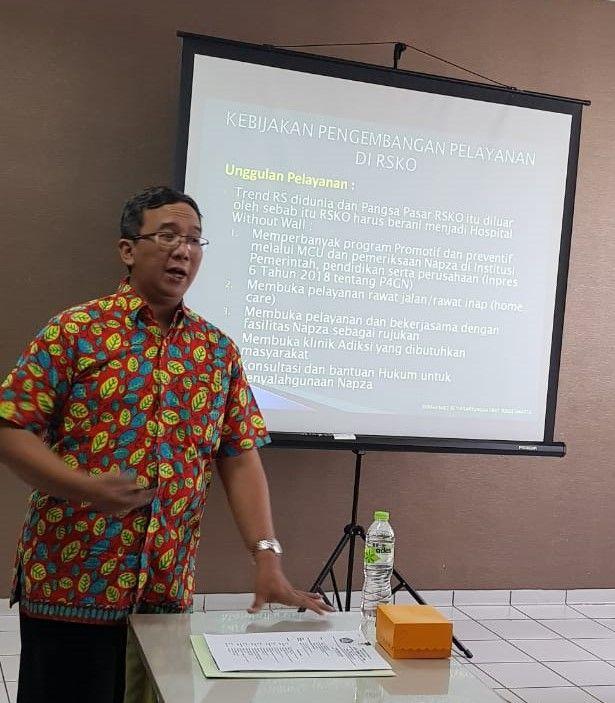 Deskripsi : Dirut RSKO Jakarta, dr.Azhar Jaya, SKM, MARS menyampaikan kebijakan pengembangan RSKO Jakarta | Sumber Foto: dokpri RSKO Jakarta