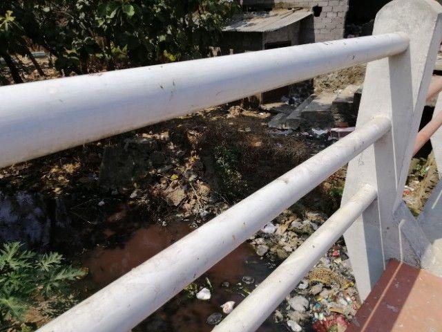 Tumpahan sampah dari TPS di samping sungai dan makam foto: Dokpri
