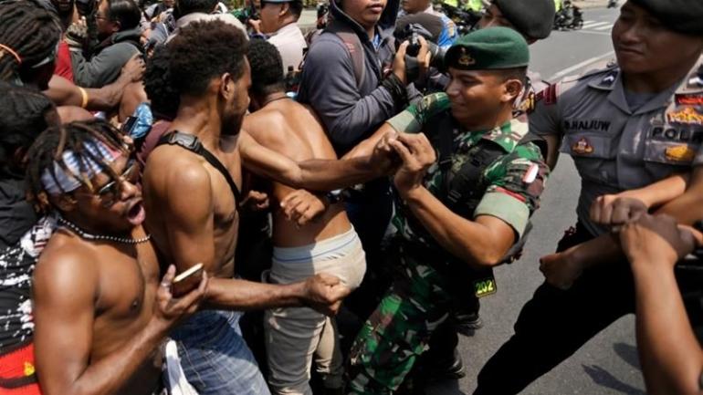 Salah satu aksi protes pemuda Papua dalam beberapa hari terakhir [Ajazeera.com]