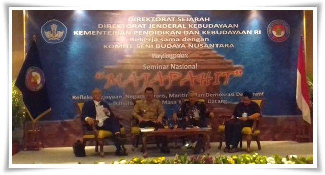 Pembicara sesi 1, yakni Pak Sutarto, Pak Pungkas, dan Pak Agus Aris (Dokpri)