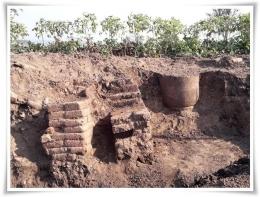 Hasil ekskavasi arkeologi di situs Trowulan (Foto: Watty Yusman)