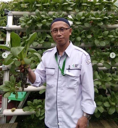 Deskripsi : Berkebun dengan Hidroponik menjadi salah-satu prngrtahuan yang diberikan di RSKO Jakarta I Sumber Foto : dokpri RSKO