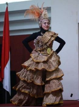 Dwi Astuti peserta juara 2 Unique Fashion. (Dok. Pribadi).