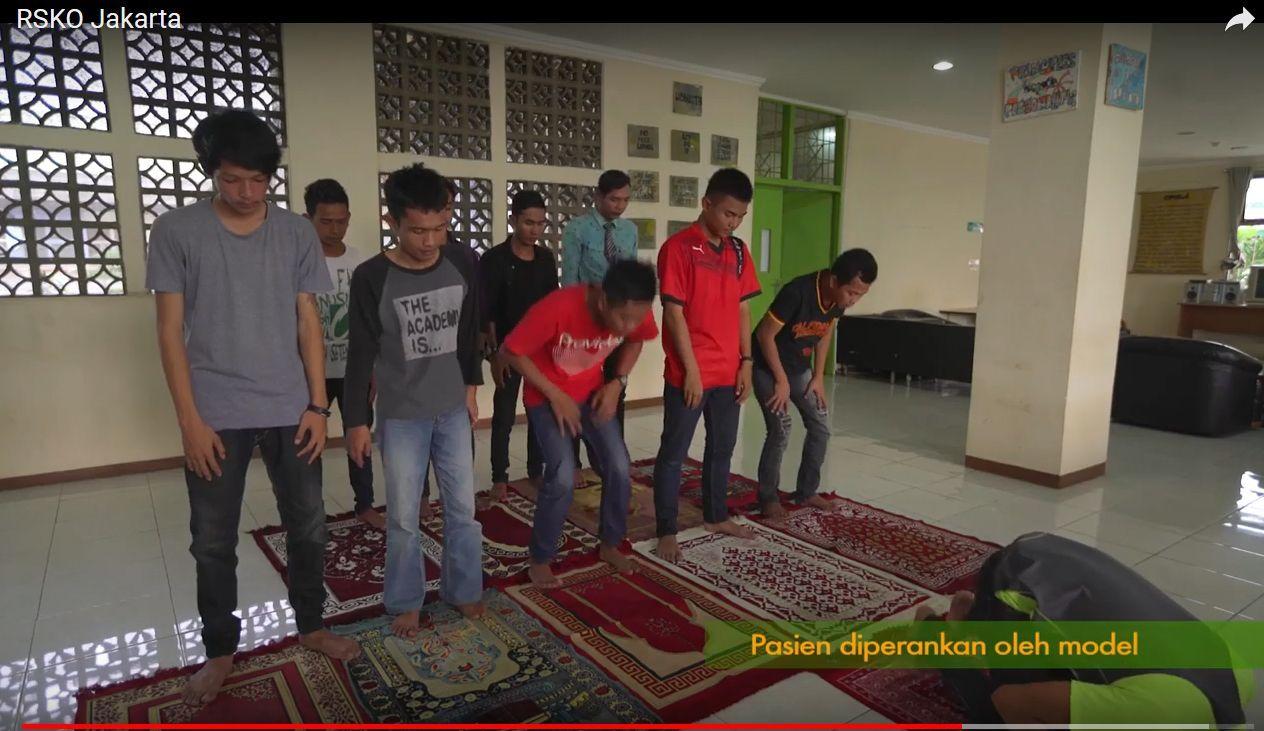 Deskripsi : Beribadah merupakan kewajiban I Sumber Foto : RSKO Jakarta
