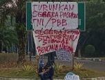 Salah satu poster demo (dok pribadi)