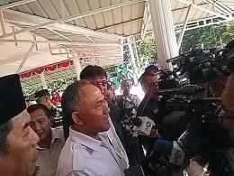 Kepala BNN RI Komjen Pol Drs Heru Winarko SH Bersama Jurnalis dilapangan Balang Padang pasca acara Deklarasi Anti Narkoba dan Menyujudkan Desa Bersinar