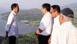 Jokowi-Luhut di Danau Toba (Kompas.com)