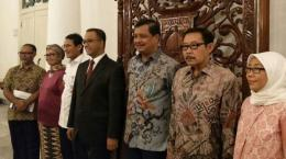 Gubernur DKI Jakarta Anies Baswedan dan beberapa anggota TGUPP | Gambar: tribunnews.com