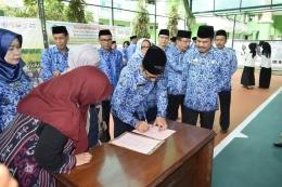 Kepala Kantor Kemenag Sulsel menandatangani kesepakatan bersama