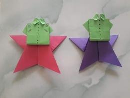 Bintang dan baju. Hasil origami. Photo by Ari