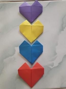 Bentuk hati hasil origami. Photo by Ari