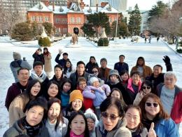 Selfie group dgn latar Gedung Pemerintahan Hokkaido (dokpri)