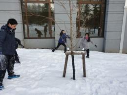 Keseruan anak-anak main lemparan salju di Rusutsu Ski Resort (dokpri)