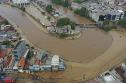 Banjir merendam kawasan Jalan Jatinegara Barat, Kampung Pulo, Jakarta - Antara/Nova Wahyudi