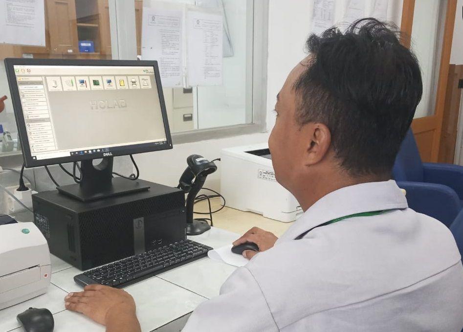 Deskripsi : Teknologi generasi ke 4, Laboratory Information System (LIS) yang dimiliki RSKO Jakarta I Sumber Foto : dokpri RSKO Jakarta