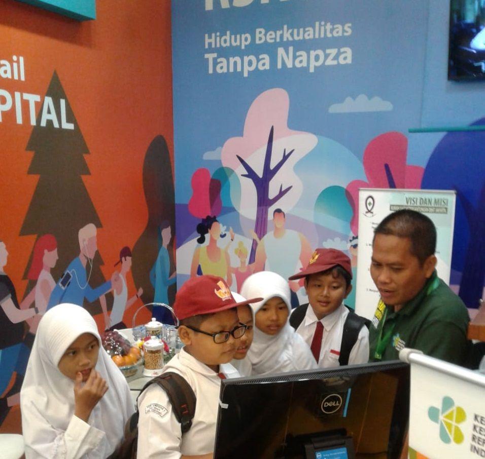 Deskripsi : RSKO Jakarta Memberikan Edukasi Bahaya Narkoba kepada Pelajar I Sumber Foto : dokpri