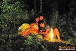 Adegan mengharukan Laisa dan adik-adiknya. Sumber: KapanLagi.com