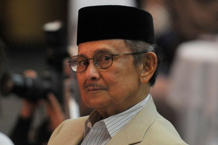 BJ Habibie, salah satu pakar keilmuan yang dimiliki Indonesia di bidang kedirgantaraan. (KOMPAS/RADITYA HELABUMI)