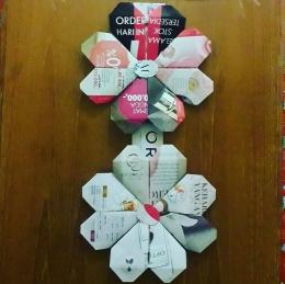 Bentuk bunga. Susunan beberapa origami bentuk hati. Photo by Ari