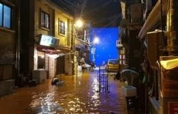 Banjir di apartemen kumuh di film Parasite (CJ Enm Corporation, dimuat Kompas.com)