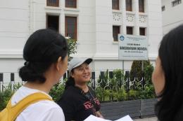 Yulia Sujarwo tour guide (foto: ko in)