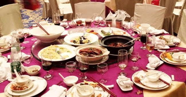 Ilustrasi membuang-buang makanan (Dok:erabaru.net)