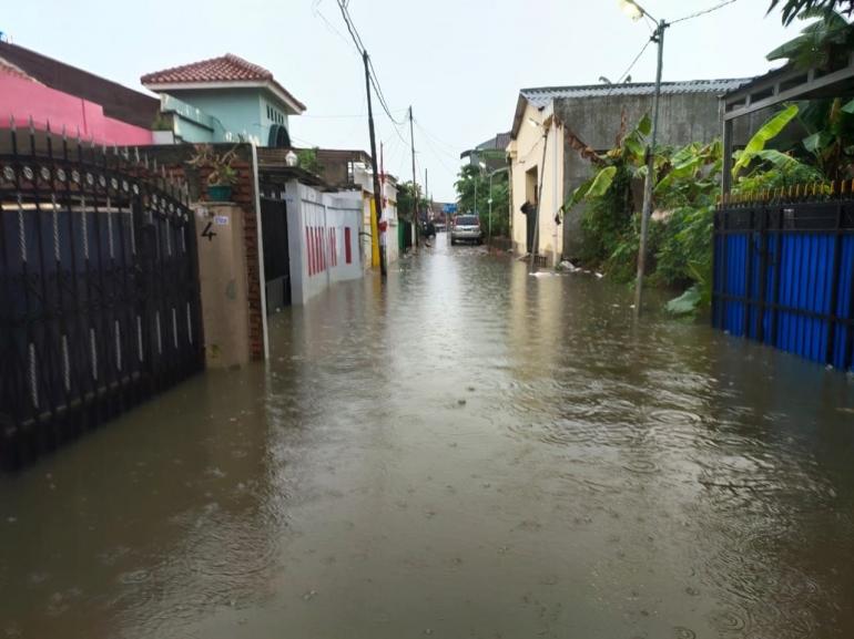 Banjir di Depan Rumah (dokpri)