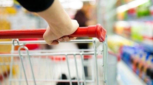 Ilustrasi panic buying| Sumber: Tribunnews Bali