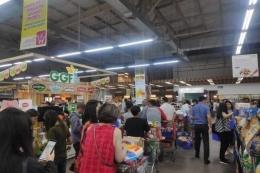 Ilustrasi panic buying di SCBD | Sumber: Kompas.com/Rindi Nuris Velarosdela