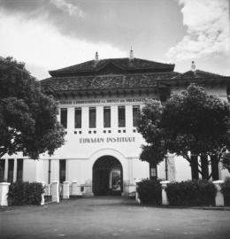 Gedung Eijkman Instituut di Oranjeboulevard (sekarang Jl. Diponegoro) No. 69. Ca. Tahun 1939. Koleksi Tropenmuseum