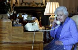 Ratu Elizabeth II dari istana Windsor Castle menelpon Boris Johnson pada 25/3/3030 lalu dalam acara rutin mingguan koordinasi dengan kepala pemerintahan negara. Gambar : Getty Image via USA Tdoay edisi 27-3-2020
