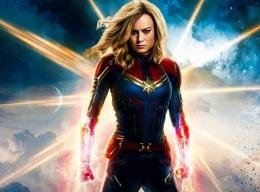 Captain Marvel saat itu memberikan rasa penasaran bagi pencinta super hero. Apakah dia lebih menarik daripada Wonder Woman?   Gambar: Tek.id