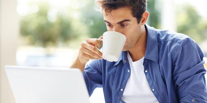 kegiatan orang banyak minum kopi