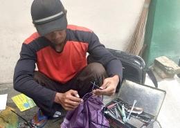 Alat yang dibawa Mang Sahrodi sangat sederhana. (foto: dok. pribadi)
