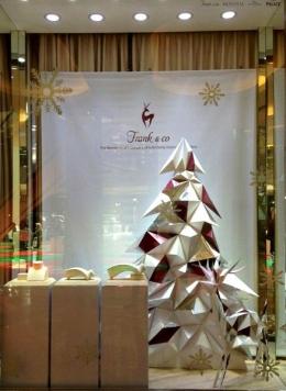 Origami yang dibuat untuk display toko di 17 counter Frank n Co di Indonesia karya Linda Marlina (sumber: dokpri)