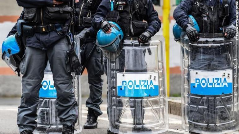 Polisi Italia (Sumer Foto CNN.com)