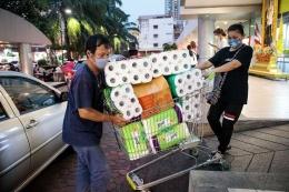 Fenomena panic buying pasca tersebarnya berita kasus pertama Covid-19 di Indonesia.