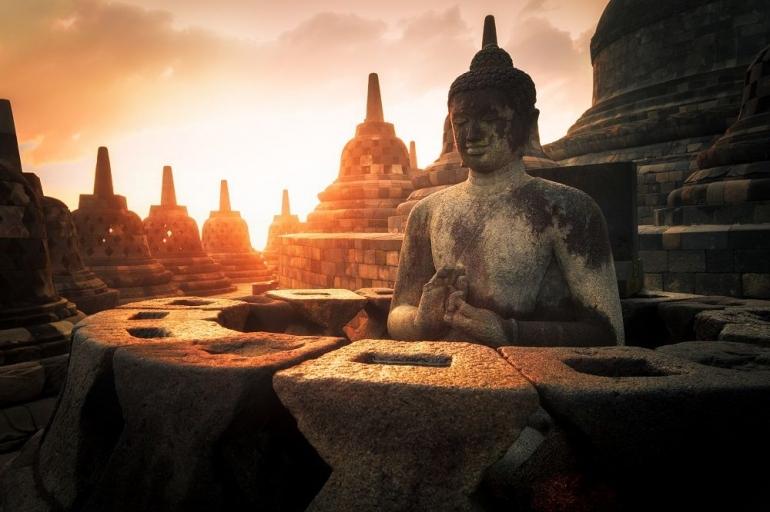 Sabbe Satta Bhavantu Sukhitatta (Sumber: www.shutterstock.com)