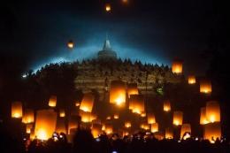 Peringatan waisak pada tahun 2019 yang berlangsung dengan meriah di Candi Borobudur (foto:Antara)