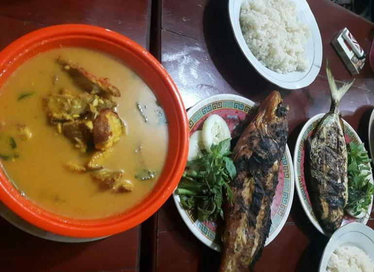 Ilustrasi: Menu ikan bakar (Bugis: Bale Tunu) dan ikan masak atau Pallu Mara (Bugis: Bale Nasu) di Kampung Bugis Bone, Sulawesi Selatan. Sumber: Dokpri | ASRUL HOESEIN