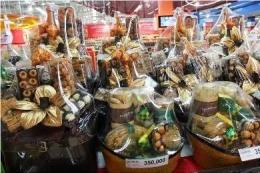 Saya lebih senang memesan parsel kepada pemilik warung langganan. Ilustrasi: jabarekspres.com