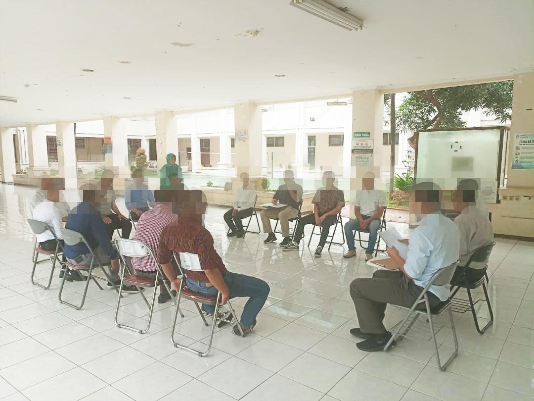 Deskripsi : Morning Meeting salah satu kegiatan di rehabilitasi narkoba I Sumber Foto : dokpri