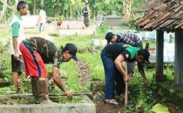 ilustrasi bersih-bersih makam diambil dari dok nu.or.id
