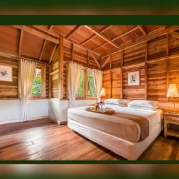 kamar salah satu villa kebun mawar situhapa | sumber : www.kebunmawar.com