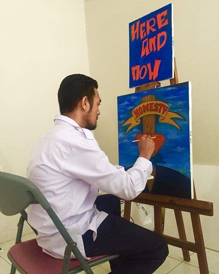 Deskripsi : Art Therapy dengan seni lukis I Sumber Foto : dokpri