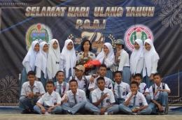 Siswa SMA Beffoto bersama guru (sumber: Dokpri)
