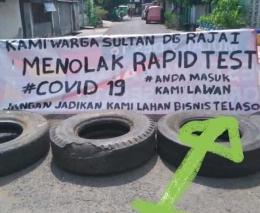 Warga Sultan Daeng Raja Kelurahan Malimongan memasang spanduk dan ban mobil bekas sebagai bentuk pernyataan sikap penolakan terhadap rapid tes (dokpri)